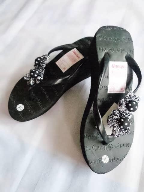 sandal spon hak tinggi marlyn bunga hitam