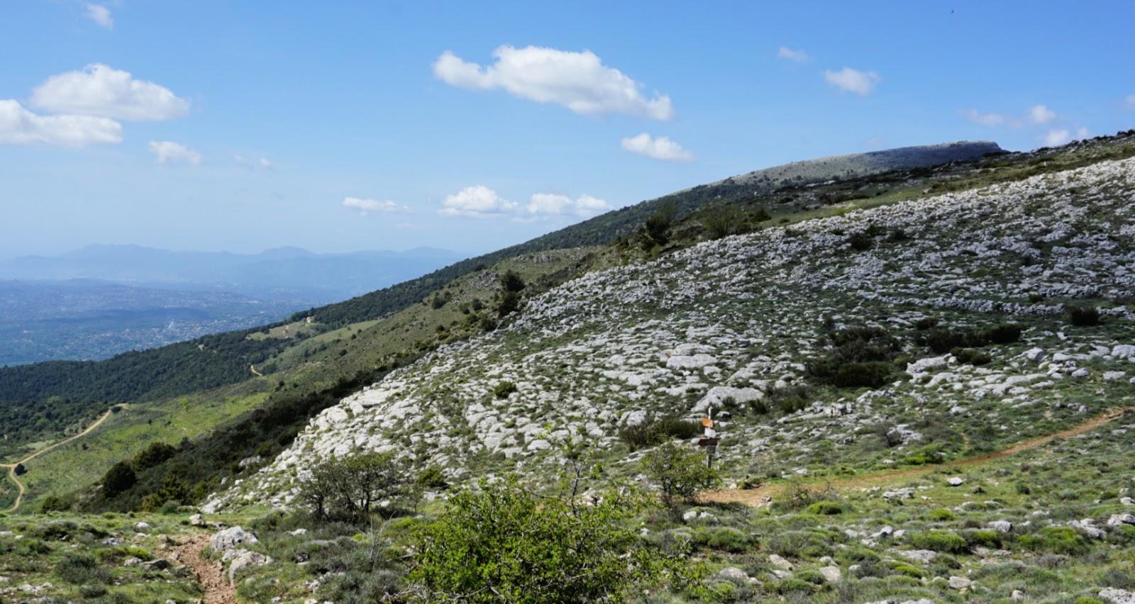 La Baïsse hiking trail crossroads