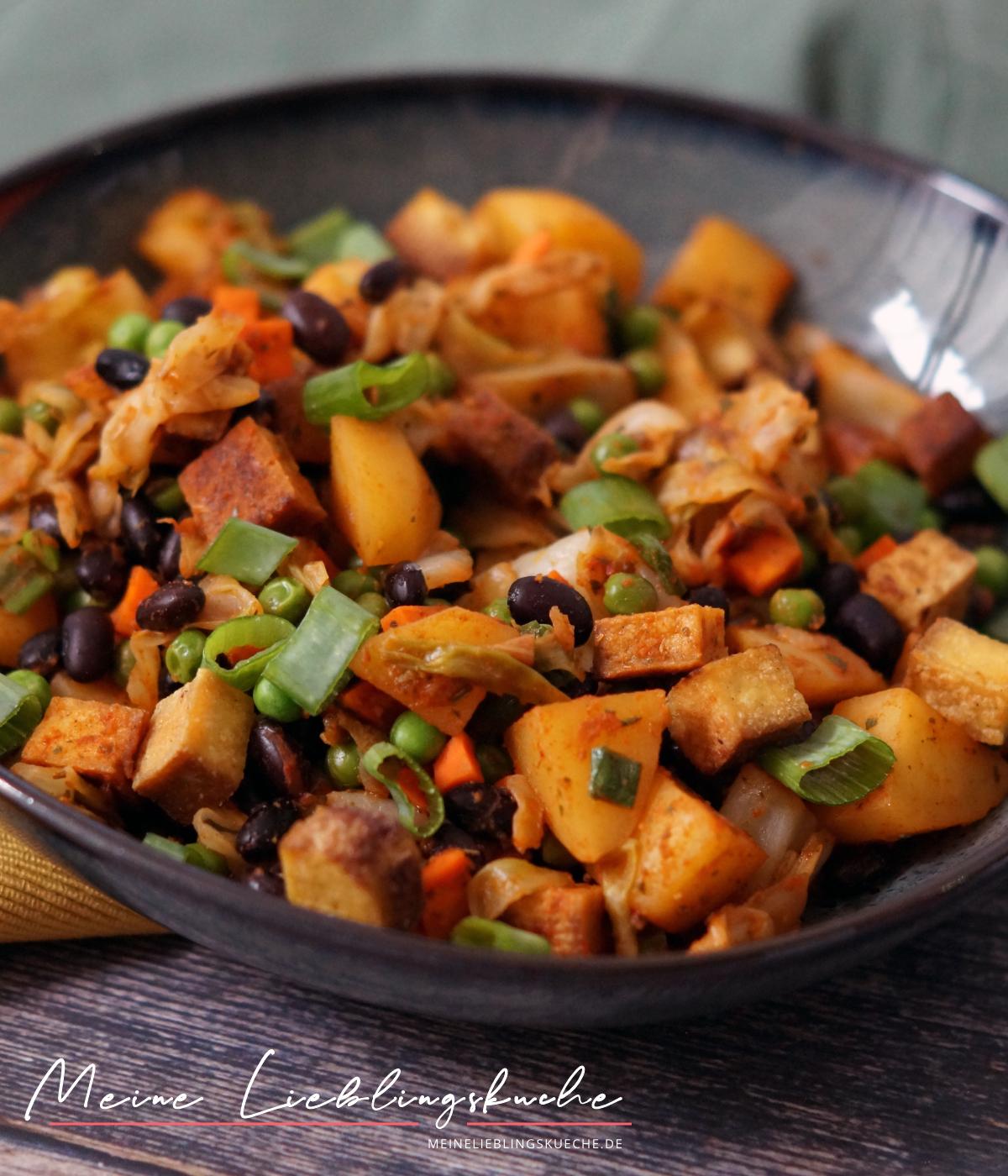 Kartoffel-Kohl-Pfanne mit Räuchertofu