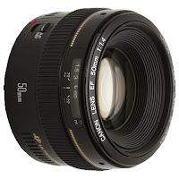 عدسة 50mm ذات حجم فتحة يقدر بـ f/1.4
