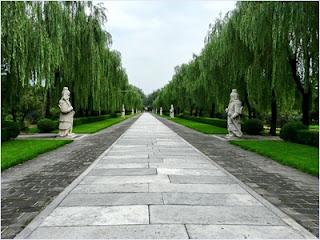 ทางเดินสู่สุสานราชวงศ์หมิง (Ming Dynasty Tombs)