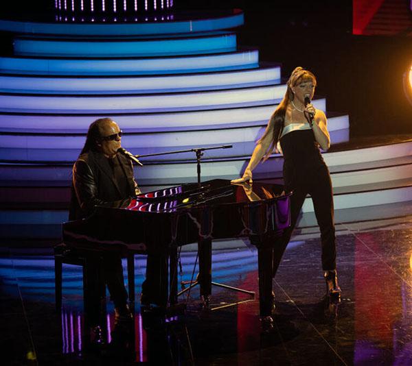 Dávid Hartl femulating Ariana Grande on Slovakian television's Tvoja Tvar Anie Povedome.