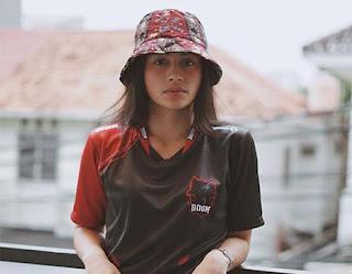 Sintya Marisca Pakai Topi