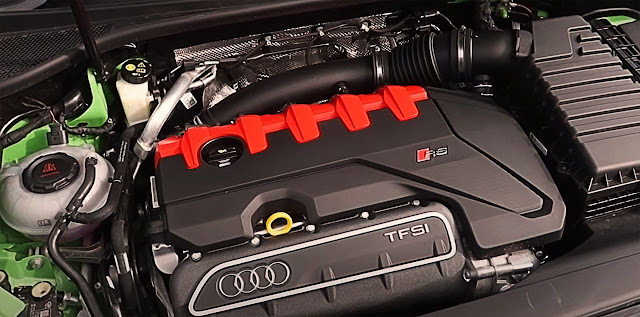 2020-Audi-RS-Q3-Sportback-engine