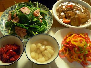 夕食の献立 献立レシピ 飽きない献立 さつま芋カレー ホウレン草とベーコン炒め