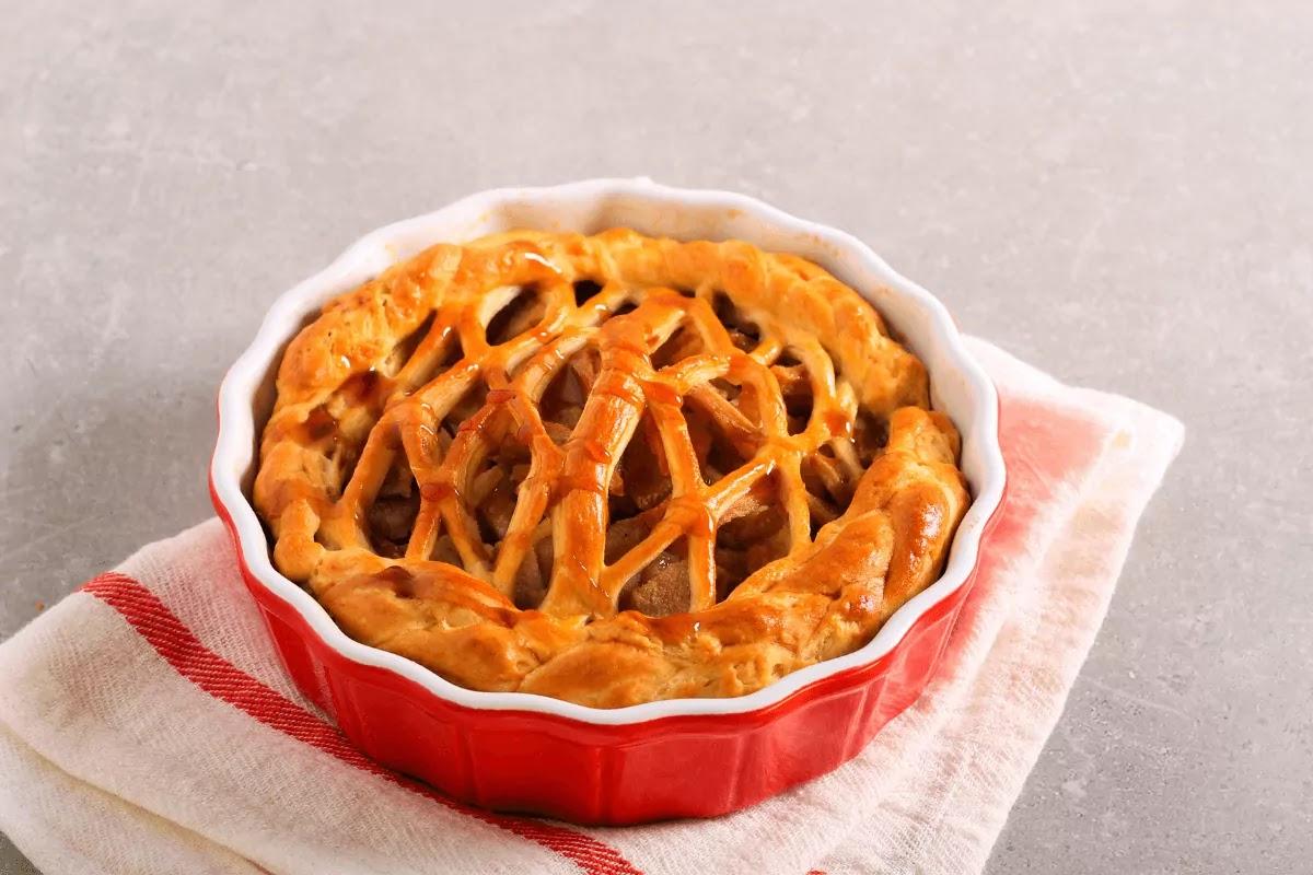 Pear and cinnanom lattice Jus-Rol puff pastry pie