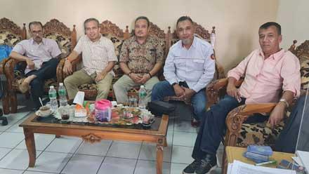 Hengky Mustav Sabarta bersama pengurus