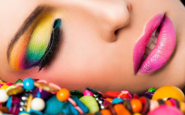 girl-makeup-beads-fashion