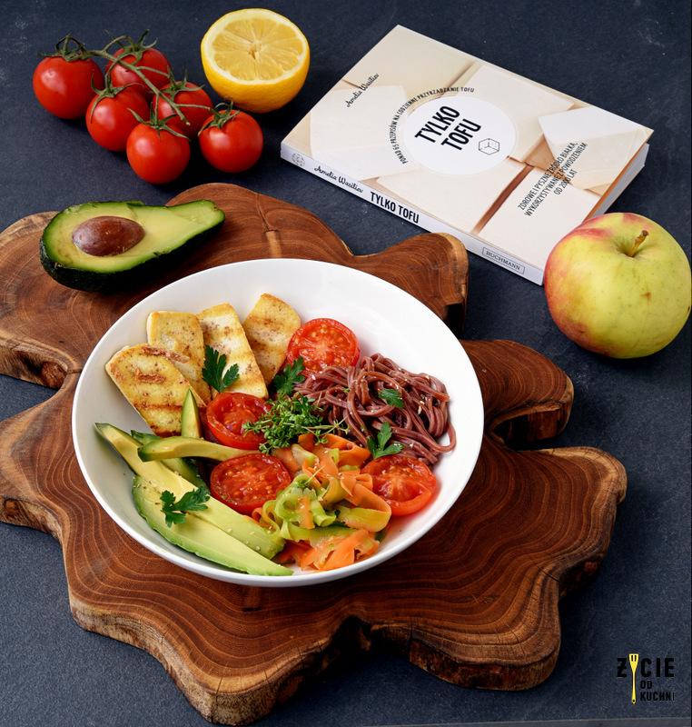 tofu, dania z tofu, przepisy z tofu, recenzja ksiazki tylko tofu, amelia wasilev, wydawnictwo buchmann, buchmann, ksiazka kulinarna