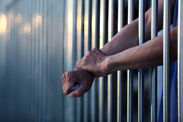Vader en zoon aangehouden voor mishandeling en vernieling