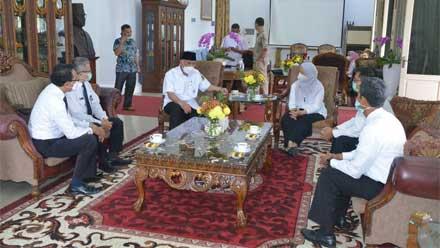 Mahyeldi audiensi Ketua BPKP wilayah Sumbar, Dessy Adib