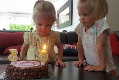 jumelles-identiques-anniversaire-gateau