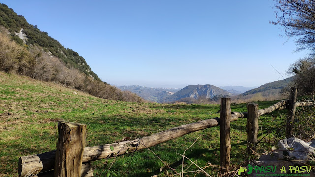 Vista hacia Oviedo desde la Ruta de la Salamandra