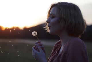 Οι γυναίκες που μένουν single τείνουν να είναι πιο ευτυχισμένες