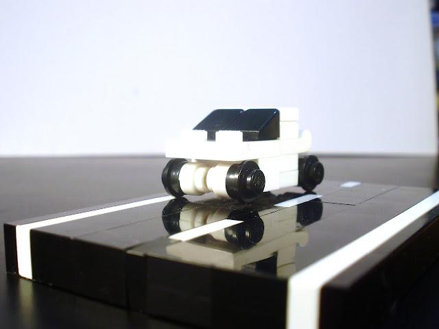 MOC LEGO nanocarro branco.