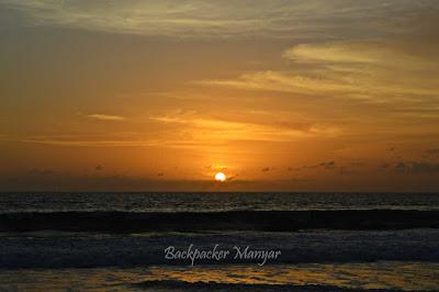 Pantai Kayu Putih memerah kala senja - Backpacker Manyar