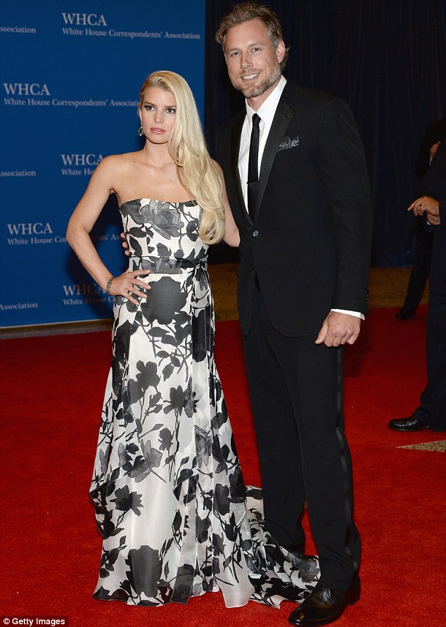 Jessica Simpson in a floral Carolina Herrera gown at the 2014 White House Correspondents' Dinner