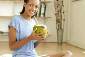 Efficacy Benefits of Coconut Water For Pregnant Women