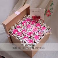 flower box mawar, bunga valentine, buket bunga dan cokelat, handbouquet ferrero rocher, toko bunga valentine, bunga rose merah dan cokelat, florist jakarta barat