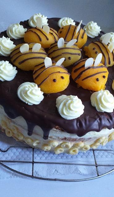 Barackos mézes krémes torta
