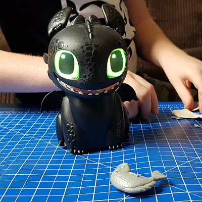 Hatching Toothless - How to Train Your Dragon hatched and with glowing eyes