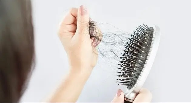 هل كورونا من أسباب تساقط الشعر؟