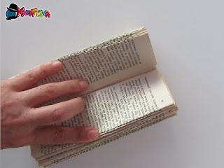 se necessario sistema le pieghe del libro riciclato
