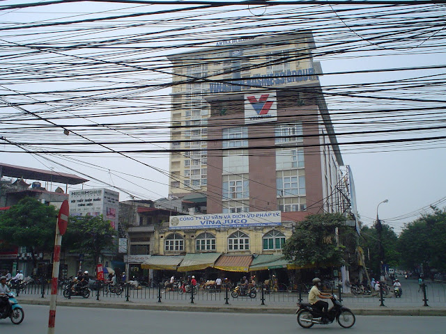 Découverte du Vietnam. Câbles à Hanoi, Vietnam