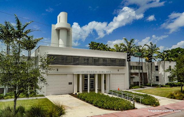 Sede do Corpo de Bombeiros de Miami Beach, em estilo art déco
