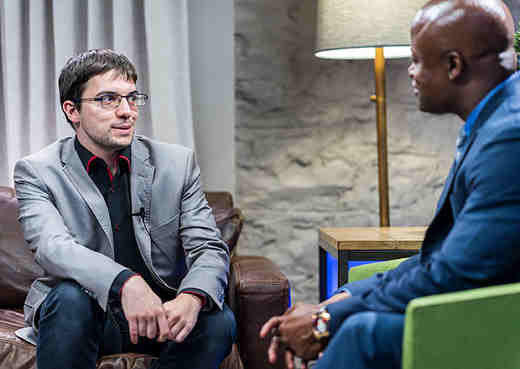 Le Français Maxime Vachier-Lagrave interviewé par Maurice Ashley - Photo © Lennart Ootes