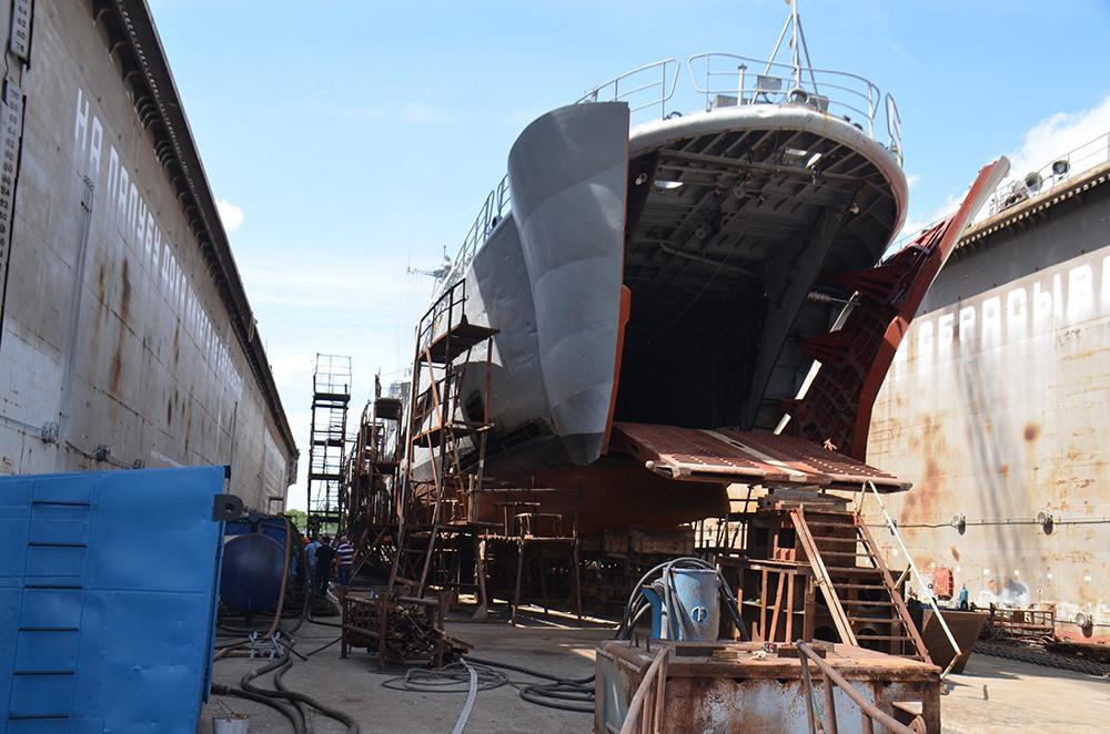 У Миколаєві горів десантний корабель ВМСУ