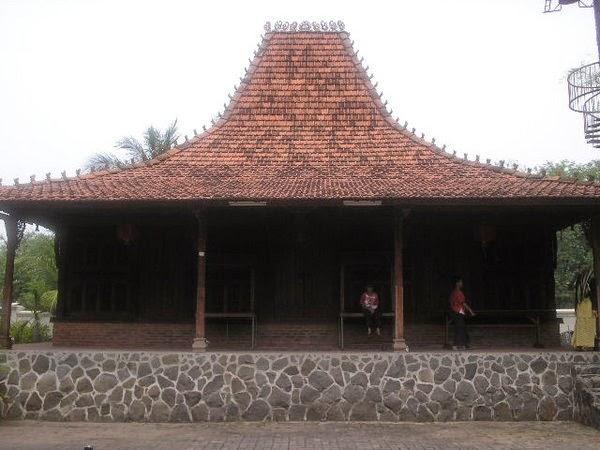Rumah Adat Joglo