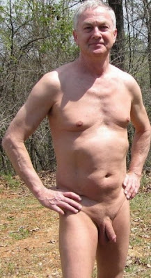 men nude in public