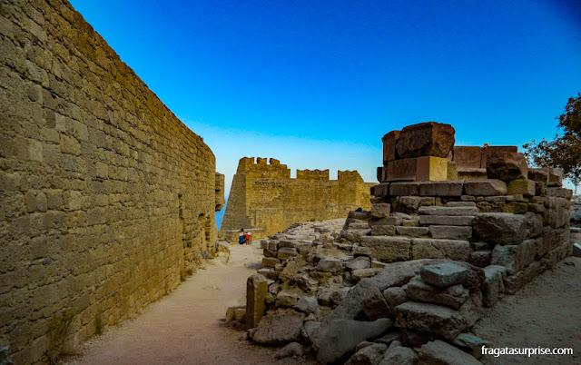 Fortificações dos Cruzados na Acrópole de Lindos, Rodes, Grécia
