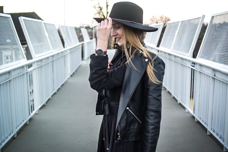 1afd10f78af2f8 07.11. Grafitowa sukienka, czarna ramoneska i bordowy zegarek - La ...