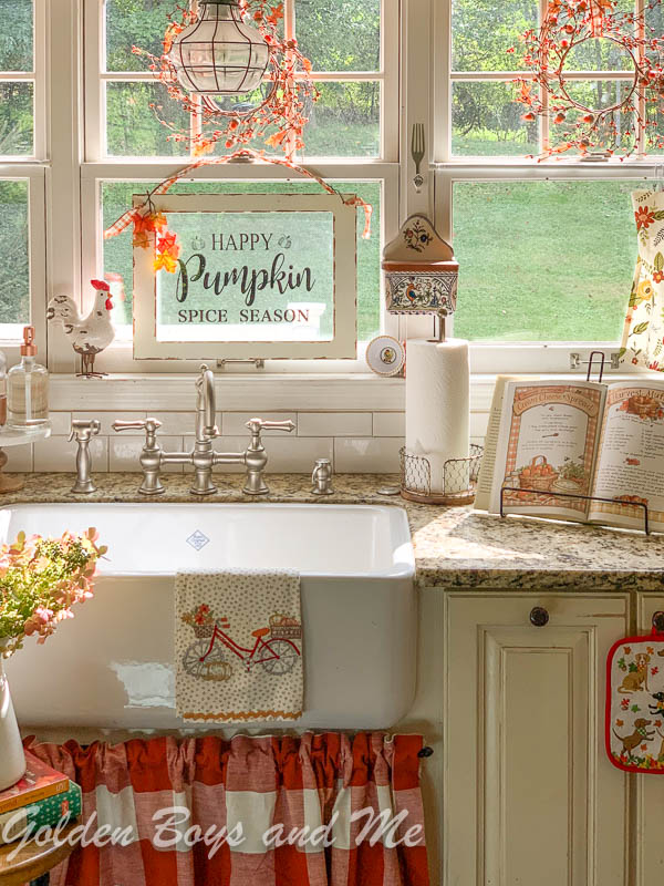 Farmhouse sink, Rohl Shaw's Farm sink, in country kitchen with fall decor - www.goldenboysandme.com