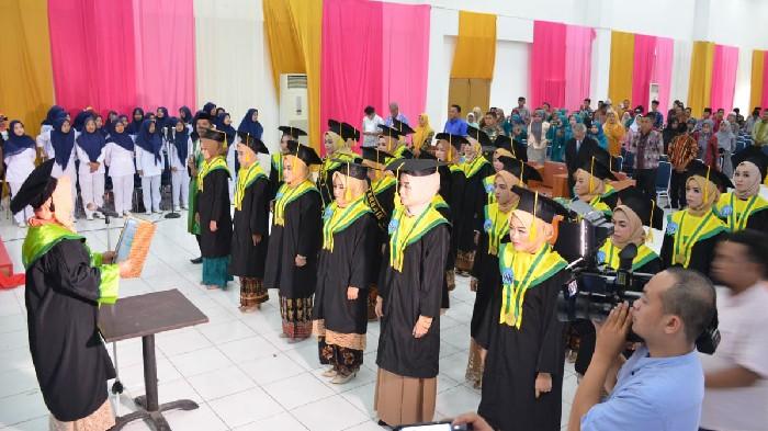 22 Mahasiswi Akbid Madani Sinjai Resmi Sandang Gelar Ahli Madya Kebidanan