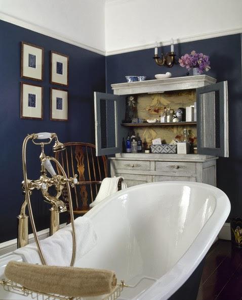 Navy Blue And Tan Bathroom: Retro Y Con Encanto: Baños Con Vitrina