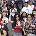 Sambil Acungkan 2 Jari, Wanita Ini Umbar Aurat di KonserGue2