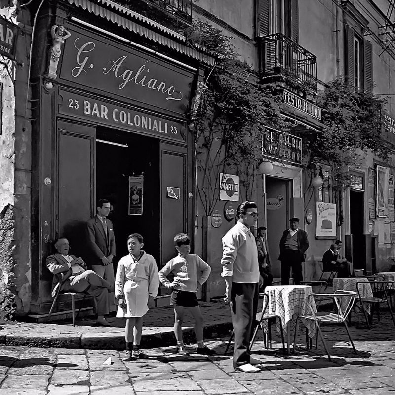 Impressive Street Portraits of Naples Through an Italian ...