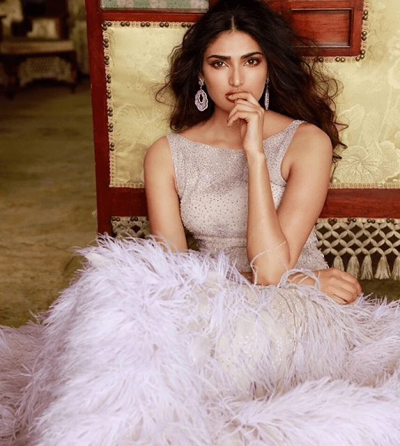 Athiya Shetty Bio, Wiki Age, Height, Weight, Family, Boyfriend or Husband, Affairs, Father, Brother, Mother, Drake