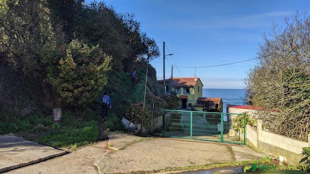 Senda saliendo de Puerto Llampero