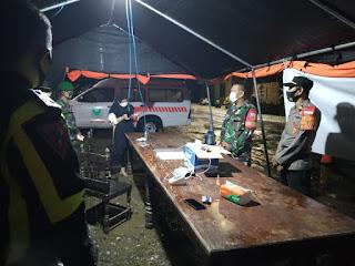 Gabungan TNI Polri Dan Instansi Terkait Menjaga Posko Penyekatan Arus Mudik Di Kecamatan Cendana