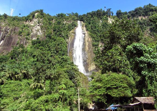 Air Terjun Sigura-Gura di Sumatera Utara
