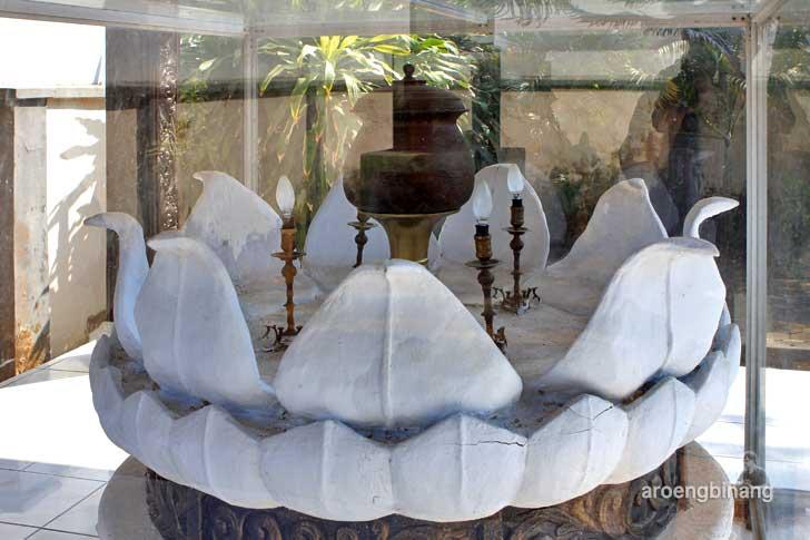 monumen ari-ari kartini mayong jepara