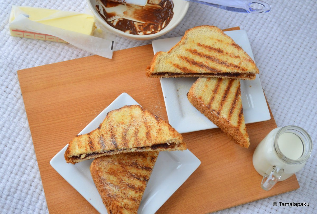Grilled Chocolate Sandwich ~ Tamalapaku