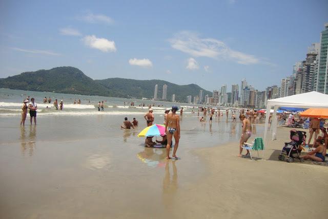 Praia do centro de Balneário Camboriú