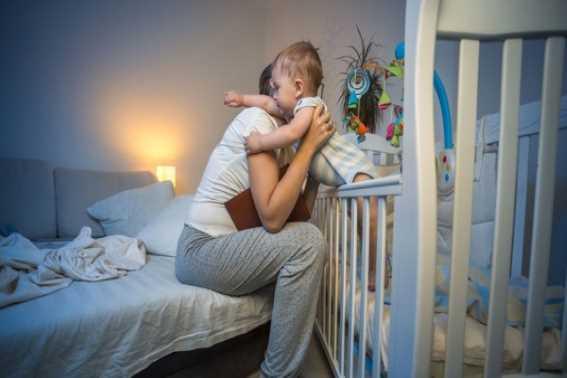 Alasan Bayi Rewel di Malam Hari dan Cara Menanganinya