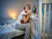 3 Alasan Bayi Rewel di Malam Hari dan Cara Menanganinya