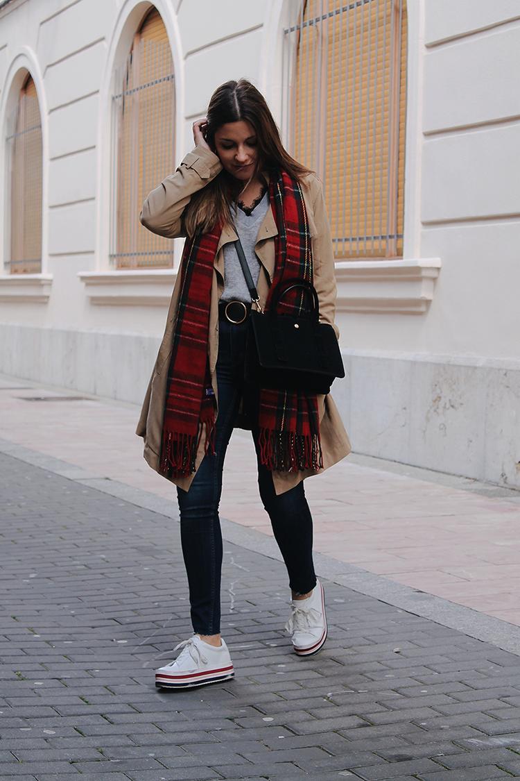 outfit-trench-primavera-bufanda-tartan-moda